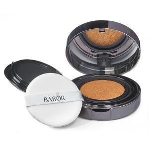Babor AGE ID Cushion Foundation er et flytende fundament i 3 farger med en fire ganger anti-aldringseffekt og variabel dekning som gir en ungdommelig glød til hudfarge og et naturlig, godt ivaretatt utseende for alle hudtyper.