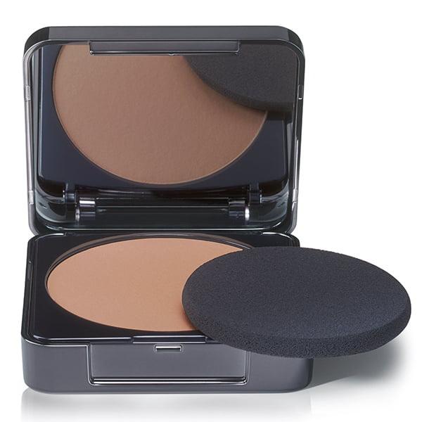 Babor AGE ID Perfect Finish Foundation i 4 farger er et silkemykt, presset pulver som kan brukes vått eller tørt, balanserer ujevnheter i hudfargen, har en lett mattende effekt og etterlater huden myk og silkeaktig.