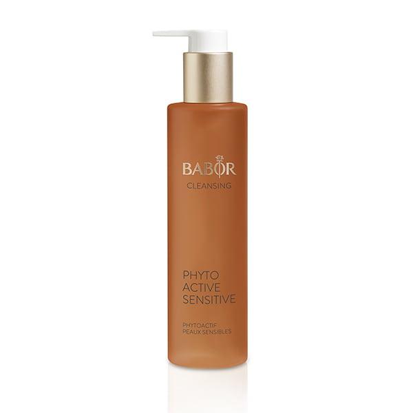 Babor Cleansing Phytoactive Sensitive er laget med urteessenser skreddersydd for sensitive hudtyper, designet for å friske opp huden og gi den utstråling.