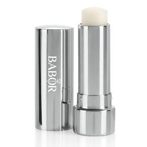 Babor Essential Care Lip Balm er en leppepomade for tørre, sprø lepper som etterlater leppene smidige, myke og velpleide.