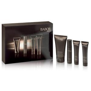 Babor Men Travel Set inneholder Vitalizing Hair & Body Shampoo, Calming After Shave Fluid, Dynamic Face Moisturizer, Anti-Wrinkle Face & Eye Energizer.