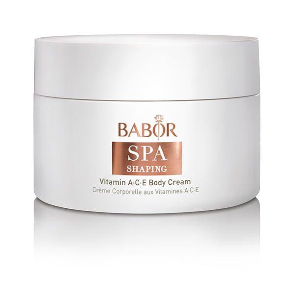 Babor SPA Shaping Vitamin A C E Body Cream er en rik, oppstrammende kroppskrem som gir et skikkelig vitaminløft og er ideell for pleie av tørr hud – etterlater huden jevnere, mer smidig, med bedre hudfarge og elastisitet.