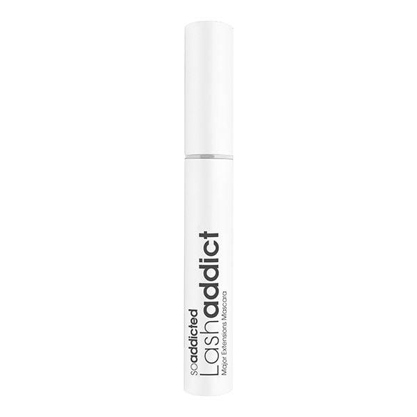 LashAddict Major Extensions Mascara inneholder en pensel med vippeforlengelsesfibre som umiddelbart bygger lengre vipper. Vårt Nano-Peptide-kompleks gir næring til vippene, slik at de naturlige vippene dine blir sunnere og forlenget over tid.