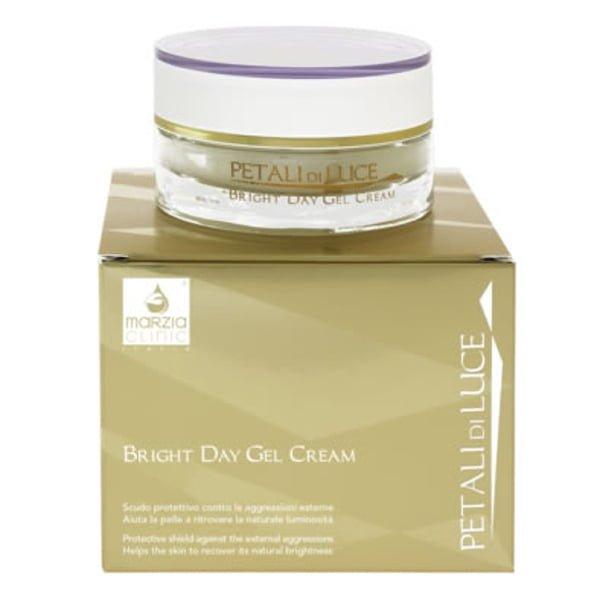 Marzia Clinic Bright Day Gel Cream anti-aging gel-krem skaper et eskyttende skjold på hudoverflaten mot de ytre angrepene som forurensning, UV-stråler og ekstrinsik aldring. Den hydrerer huden, stimulerer riktig funksjon av immunsystemet, reduserer rynker, øker hudens elastisitet og gir en naturlig lysstyrke.