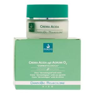 Marzia Clinic Citrus Acid Cream er en DermoBio Molecolare® krem med en svak sur pH-verdi, egnet for nattbruk, hvis virkning forbedres av det oksygenstimulerende molekylkomplekset som forbedrer hydratisering og penetrering av nøkkelingrediensene uten å øke frigjøringen av frie radikaler. Den gir huden riktig fuktighet, regulerer talgutskillelse og reduserer glansen. Våkn opp hver morgen med et friskt og avslappet utseende.