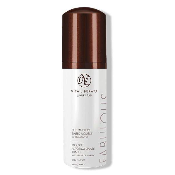 Vita Liberata Fabulous Self Tanning Tinted Mousse Dark glir lett på huden og er beriket med organiske botaniske stoffer for å berolige og kondisjonere huden, mens den gir en strålende solbrun som utvikler seg i løpet av 4–8 timer og tørker i løpet av sekunder.