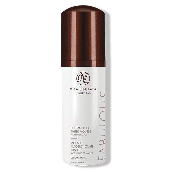Vita Liberata Fabulous Self Tanning Tinted Mousse Medium glir lett på huden og er beriket med organiske botaniske stoffer for å berolige og kondisjonere huden, mens den gir en strålende solbrun som utvikler seg i løpet av 4–8 timer og tørker i løpet av sekunder.