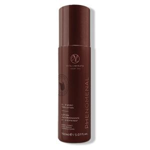 Vita Liberata pHenomenal 2–3 Week Tan Lotion Dark gir en strålende farge på kroppen og ansiktet som varer opptil 2–3 uker. Denne nærende solkrem gjør det perfekte alternativet til soleksponering.
