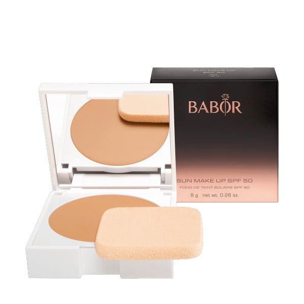 Babor AGE ID Sun Makeup 01 Light SPF 50 er et flytende kremfundament med middels dekning i to naturlige nyanser for en naturlig hudfarge.