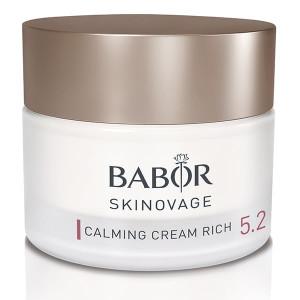 Babor Skinovage Calming Cream Rich er en spesiell rik intensivpleie for sensitiv hud. Sensitiv hud reagerer ofte med rødhet, irritasjon og ubehagelige spenningsfølelser. Den kan fort virke trøtt, flekket og flassende. Denne intensive kremen for ansiktspleie er ideell for den eksklusive rutinen for daglig pleie. Intense Calm Extract i kombinasjon med allantoin og panthenol reduserer ubehagelige følelser av spenning, irritasjon og rødhet forårsaket av stress. Dette fører til at den beskyttende hudbarrieren virker styrket og at hudens følsomhet for irritanter reduseres.