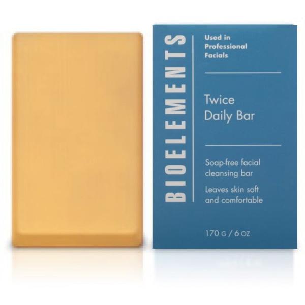 Bioelements Twice Daily Bar er en såpefri rensebar proppfull av planteekstrakter som renser huden din på en skånsom måte og gir deg en frisk følelse.