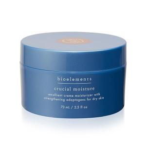 Bioelements Crucial Moisture er en næringsrik ansiktskrem som tilfører tørr hud masse fuktighet og gode planteoljer. Crucial Moisture inneholder kinesiske urter som styrker og balanserer huden. Oljer fra sandletre, salvie, rosmarin, lavendel og geranium roer ned huden, samt tilfører fuktighet og næring. Crucial Moisture reduserer overflate rynker og hjelper huden din å holde på fuktigheten som fordamper på grunn av sol, vind og tørr luft. Bruk Crucial Moisture på ren hud over ditt serum dag og/eller kveld (det anbefales å ha en egen nattkrem hvis du ønsker en anti-aging effekt. Bioelements har mange å velge mellom).