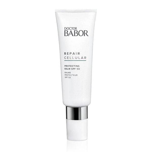 Doctor Babor Repair Cellular Ultimate Protecting Balm SPF 50 er et viktig produkt å ta med hjem etter en Doctor Babor kjemisk peeling; Vi anbefaler SPF 50 i ansiktet ditt to ganger om dagen i 7 dager for å beskytte den nye huden din etter peelingen.