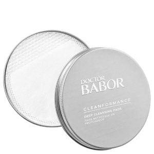 Doctor Babor Cleanformance Deep Cleansing Pads med prebiotika, probiotika og Centella Asiatica renser intenst og fjerner vannløselig øye- og leppemake-up og resulterer i en perfekt renset, klargjort og silkemyk hud.