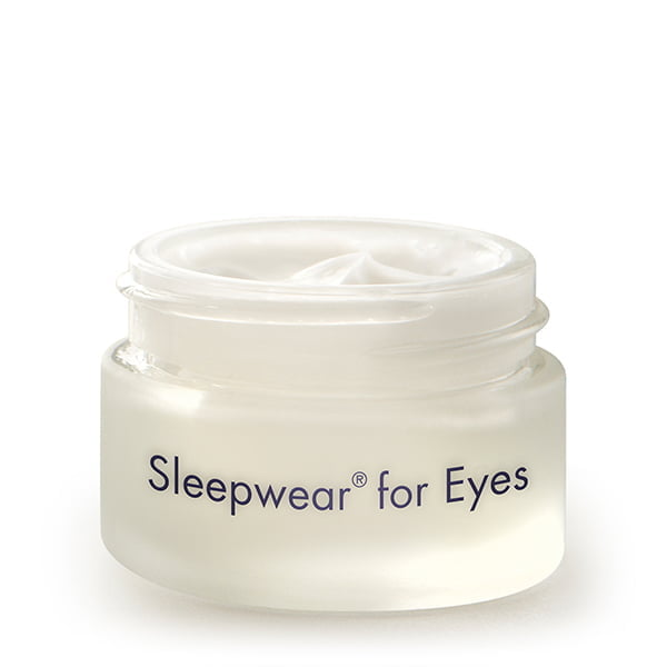 """Sleepwear for Eyes fra Bioelements er en fantastisk antirynke øyekrem til kveldsbruk for aldrende hud. Fungerer mens du sover for å fukte og gi næring til tynn og skjør hud. Med Sleepwears pålitelige """"dream team""""-formel av kalsium, peptider, hyaluronsyre og tranebærfrøolje virker, forbedres utseendet på både rynkelengde og dybde. Huden føles fastere og ser løftet ut."""