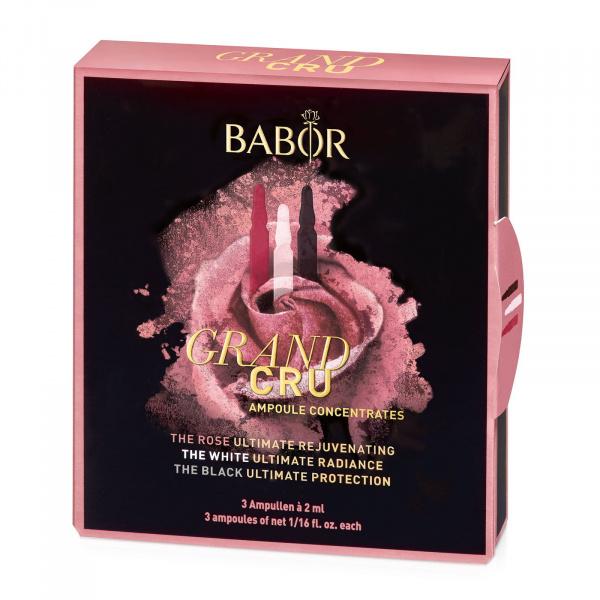 Babor Ampoule Concentrates Lift & Firm Grand Cru inneholder 3 nye nøyaktig koordinerte ampullkonsentrater med eksklusive roseekstrakter for å skape en svært effektiv og allsidig anti-aldringsopplevelse. Påfør 1 ampulle daglig, etter rensing, i 7 dager.