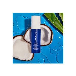 Spray på og gjenoppfrisk huden med denne banebrytende sol og fuktighetssprayen med SPF 18. Super til daglig beskyttelse mot UV stråling, miljøpåvirkninger og eller som en «pick me up» når du trenger påfyll av solfaktor. Produktet er helt uten alkohol og tilfører økologisk aloe og kokosvann med COOLAs plantebaserte Full Spectrum 360° -kompleks som går dypere enn UVA-/UVB-beskyttelse og beskytter mot påvirkningene fra blått lys og forurensning. Et produkt som alle burde ha året rundt! Mer enn 70% økologisk sertifiserte ingredienser Bredspektret SPF 15 som kan gjenoppfriskes hele dagen. Fuktgivende og forfriskende Økologisk kokos- og aloe vann Reef friendly * / Vegansk / Glutenfri * Reef friendly solkrem uten oxybenzone og octinoxat